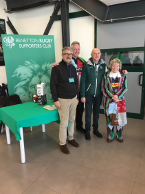 Scott and Lyn with Benetton Supporters